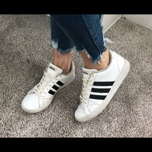 Adidas Grand Court Sneakers / size 9